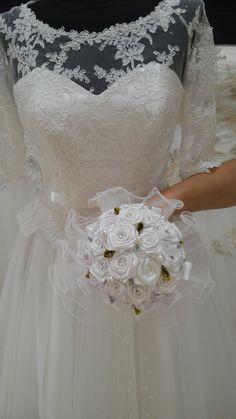 Bukiecik ślubny dostępny także w innych kolorach w atrakcyjnej cenie dostępny w salonie http://www.juliacollection.eu/