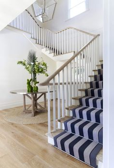 The Architecture Designs presents 22 beautiful traditional staircase design ideas to turn your traditional staircases into a unique one. Explore all ideas here. Oak Handrail, Timber Staircase, Staircase Runner, Winding Staircase, Staircase Design, Brisbane, Melbourne, Big Design, House Design