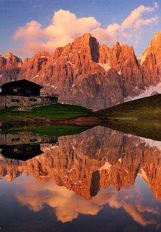 Great photo of the #Dolomites peaks reflected in a mountain lake, Italy #travel