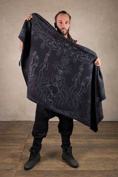 Our Skeletor blanket … if its getting cold again in the outdoor festival season ;) Perfect as accessory to create a look like Assassins Fashion , Dark Mori or post apocalyptic Strega Outfit. Darth Vader would be jealous about this awesome Jedi style :D The blanket is made of 100% Blanket Shawl, Dark Mori, Festival Outfits, Festival Fashion, Beach Blanket, Cotton Fleece, Jedi Outfit, Pixie Outfit, Dystopian Fashion