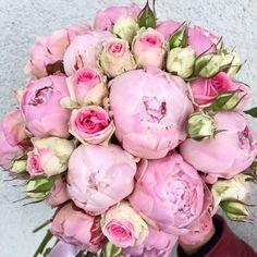 Bukiet ślubny piwonie i róże