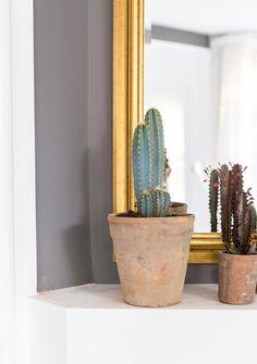 Jaren 30 huis in Heemstede | vtwonen Planter Pots, Cactus, Spaces, Plant Pots