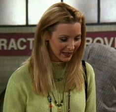 Friends Moments, Friends Tv Show, Just Friends, 90s Fashion, Fashion Beauty, Chandler Friends, Tv Show Outfits, Phoebe Buffay, Great Tv Shows