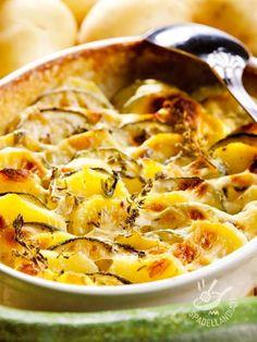 Potato pie with zucchini and taleggio - Taleggio e zucchine sono un abbinamento vincente, quando entrano in una preparazione che va in forno come il Tortino di patate con zucchine e taleggio. #tortinodipatate