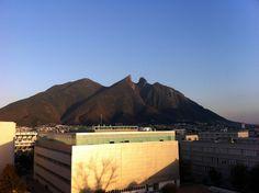 2013 03 Monterrey Cerro de la Silla Desde CIAP. ITESM.