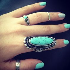 love that extra large turquoise ring!
