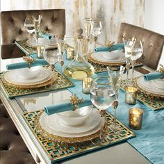 Best Beautiful Turquoise Room Decoration Ideas for Inspiration Modern Interior Design and Decor. more search: turquoise room ideas teenage, turquoise bedroom ideas, turquoise living room ideas, turquoise room decorating ideas. Dining Room Table Decor, Deco Table, Decoration Table, Dining Table Decor Everyday, Dining Room Decor Elegant, Formal Dining Tables, Room Decorations, Vase Deco, Turquoise Room