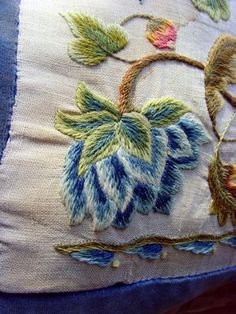 eBay Image Hosting at www.auctiva.com Bordado Jacobean, Jacobean Embroidery, Zardozi Embroidery, Embroidery Flowers Pattern, Crewel Embroidery, Embroidered Flowers, Floral Embroidery, Flower Patterns, Machine Embroidery Designs