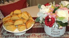 Kysnuté bryndzové trojuholníky (fotorecept) - recept | Varecha.sk Camembert Cheese, Ale, Dairy, Basket, Red Peppers, Ales