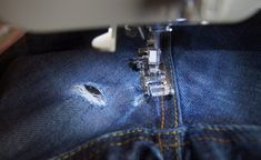 Jean Troué : après quelques coutures, on le remet Hermes Birkin, Sewing, Create, Fashion, Ripped Denim Jeans, Sustainable Fashion, Moda, Dressmaking, Costura