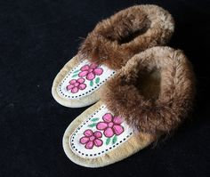 beaded moosehide moccasins from Ft Chipewyan Beaded Shoes, Beaded Moccasins, Baby Moccasins, Leather Moccasins, Beading Patterns, Floral Patterns, Beading Ideas, Native Design, Indian Crafts
