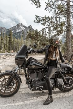 All inclusive womxns motorcycle collective. Where we ride, raise hell, and live a life that makes us feel free. Sportster Motorcycle, Cruiser Motorcycle, Motorcycle Girls, Bobber, Biker Chick, Biker Girl, Dyna Club Style, Harley Dyna Wide Glide, Dyna Low Rider