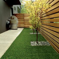 Steal these cheap and easy landscaping ideas for a beautiful backyard. Get our best landscaping ideas for your backyard and front yard, including landscaping design, garden ideas, flowers, and garden design. Diy Privacy Fence, Privacy Fence Designs, Backyard Privacy, Small Backyard Landscaping, Diy Fence, Backyard Fences, Garden Fencing, Pergola Patio, Privacy Landscaping