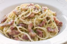 Bacon and Ham Pasta Carbonara Pasta Carbonara, Ham Pasta, Pasta Dishes, Pasta Sauces, Pasta Recipes, Dinner Recipes, Spaghetti, Recipes, Chicken