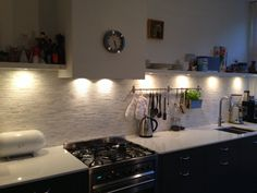 Kitchen Tiles, Kitchen Cabinets, Swedish Kitchen, Gold Wood, Splashback, Home Kitchens, Interior Decorating, Sweet Home, Design