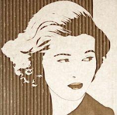 Des portraits réalisés sur de simples morceaux de carton, que l'artiste anglaisGiles Oldershaw déchire morceau par morceau afin de sculpter des visages ave