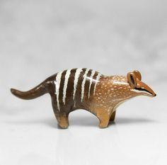Numbat estatuilla OOAK hecha a mano del polímero arcilla Animal Totem