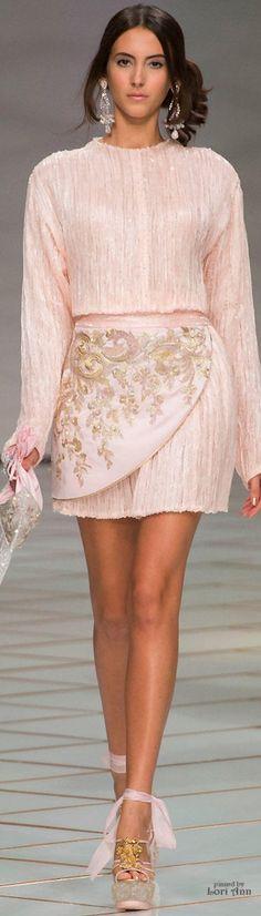 #Farbbberatung #Stilberatung #Farbenreich mit www.farben-reich.com Guo Pei Couture Spring 2016