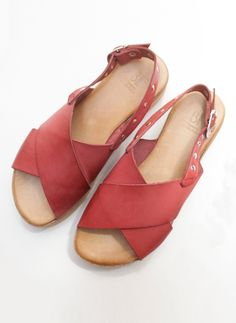 Sandals made in cowhide