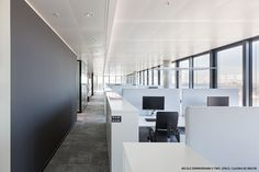 L'ORÉAL HEAD OFFICE SETS STANDARDS FOR A MODERN WORKING ENVIRONMENT In the open space offices, Lightpad LED freestanding luminaires with 4 luminaire heads provide uniform lighting for workstations with 4 desks. The double asymmetric light distribution developed by Regent Lighting guarantees glare control that complies with standards.