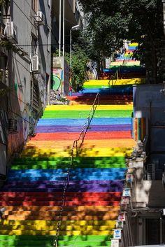 Rainbow steps | © Koraysa/Shutterstock