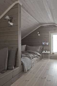 40 Picturesque Attic Bedroom Ideas On A Budget Attic Bedroom Designs, Attic Bedrooms, Attic Design, Bedroom Loft, Dream Bedroom, Modern Bedroom, Interior Design, Interior Ideas, Bedroom Classic