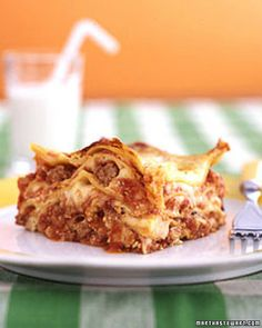 """Lasagna: ask kids why they love lasagna so much, and they'll probably say """"the stretchy cheese!"""" What they may not realize is that lasagna is easy an. Martha Stewart Lasagna Recipe, Martha Stewart Recipes, Easy Meals For Kids, Kids Meals, Meat Lasagna, Turkey Lasagna, Sausage Lasagna, Lasagna Noodles, Good Food"""