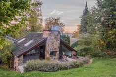 Bijzonder overnachten in de Ardennen (Chalet Monthouet) France Travel, Glamping, Belgium, Tiny House, Tent, House Styles, Places, Wooden Houses, Home Decor