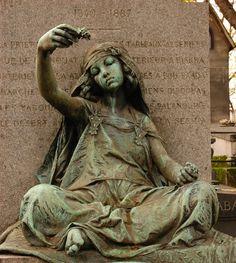 Fileuse de Bous Saada. Louis Ernest Barrias. Cimetière Montmartre, Paris