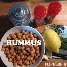 Hummus: este exquisito puré cremoso a base de garbanzo es una excelente opción para comer legumbre de manera sana.   Es muy fácil y rápido de hacer. Sólo necesitas triturar los ingredientes y listo.  Ingredientes:  400 gr de garbanzos o un bote de los que ya están cocidos. 1 1/2 ajo El zumo de un limón  Perejil  Pimentón dulce / pimentón picante / sal al gusto  Aceite de oliva   Yo siempre que lo hago le agrego un cucharadita de chía, sabéis ya que la chia es excelente y su sabor es neutro…