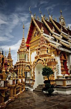 The Grand palace , Bankok, Thailand. Amazing how much time it must have taken to paint this place. Norm