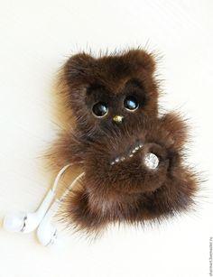 Купить Держатель для наушников - Норковый Медвежонок - медвежонок, аксессуар для телефона, для телефона, меховое украшение, держатель