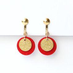 ⋆ nouveau ⋆ boucles clip candice | sequins de cuir suédé rouge et laiton doré, plaqué or