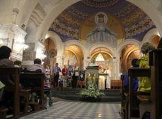 Fotoreportage voorjaarsbedevaart Lourdes mei 2016 In de week van 21 tot 28 mei waren zo'n 850 pelgrims van de Limburgse Bedevaarten en de NLZ-bedevaarten via het Huis voor de Pelgrim naar Lourdes gereisd. Ze werden begeleid door bisschop Frans Wiertz van Roermond en oud-bisschop Antoon Hurkmans van Den Bosch. Bijgaand enkele sfeerbeelden.