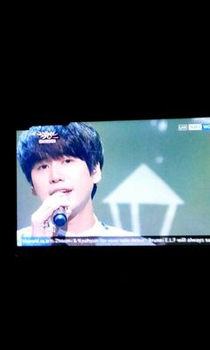 I'M FALLINGLOVE WITH THIS PICTURE SO MUCHH!!  kyuhyun cho in music bank 141114 - 광화문에서