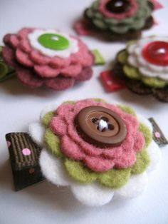 Flower Clip  mix in some cotton fabrics and bling and you could have a great gift for any girl...big or little!
