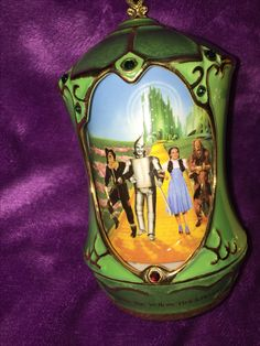 """Revolving Heirloom Porcelain Music Box"" Collection Ardleigh Elliot   Plays We're Off To See The Wizard"