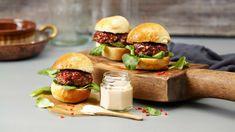 Sliders med glasert burger og chilidressing - Oppskrift fra TINE Kjøkken Sliders, Hamburger, Dips, Grilling, Dressing, Beef, Chicken, Ethnic Recipes, Burgers
