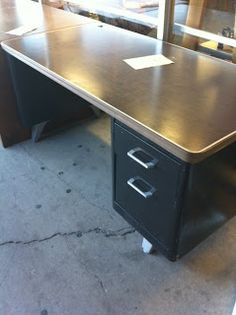 Katherine Paige Creates: Vintage Steel Tanker Desk…found it! Metal Desk Makeover, Desk Redo, Diy Office Desk, Diy Desk, Repurposed Furniture, Diy Furniture, Furniture Outlet, Discount Furniture, Upcycle Home