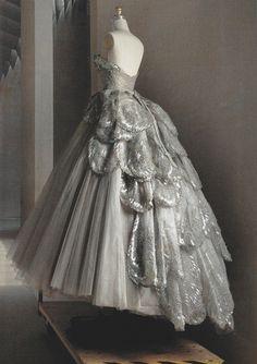 "vuittonv: "" Christian Dior Haute Couture silk taffeta-and-tulle dress, fall 1949. ph. Annie Leibovitz. Vogue US (May 2016). """