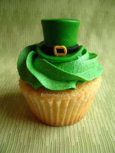 Tuesday Toppers: Leprechaun Hat by jewelsb78(thefrostedcakencookie), via Flickr