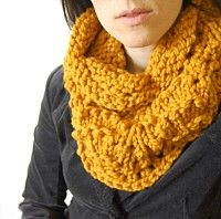 Chunky knit cowl pattern, fun and easy project!