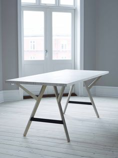 Y-Bord / Y-Table Spisebord i hvidolieret birkefinér #indretning #interior #design #snedkeri #handmade #krydsfiner #birkefiner #plywood #diningtable #table #spisebord #rum4 www.rum4.dk