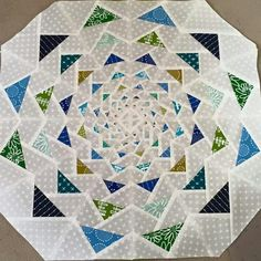 """looks like a pattern from the book """"Paper Pieced Modern"""" by Amy Garro Paper Piecing Patterns, Quilt Block Patterns, Pattern Blocks, Quilt Blocks, Quilting Projects, Quilting Designs, Flying Geese Quilt, Quilt Modernen, Mini Quilts"""