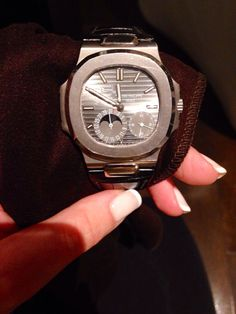 Patek Philippe White gold Nautilus Dream Watches, Fine Watches, Watches For Men, Men's Watches, Swiss Luxury Watches, Artist And Craftsman, Blue Gold, White Gold, Gold Hands