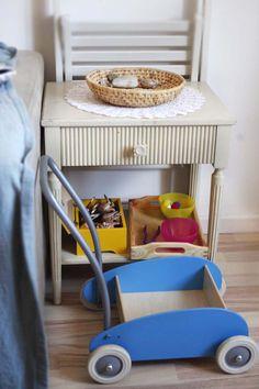 przechowywanie w pokoju małego dziecka, koszyki, drewniane tace, skrzyneczki Baby Strollers, Chair, Furniture, Home Decor, Recliner, Homemade Home Decor, Baby Prams, Prams, Home Furnishings