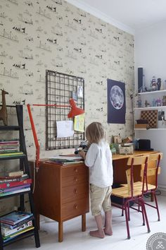 A vintage-inspired kids sudy zone - Love the wallpaper! http://petitandsmall.com/wallpapers-original-touch-kids-room/