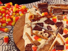 Candy Corn and Snack Mix Bark Halloween Desserts, Halloween Treats, Delicious Desserts, Dessert Recipes, White Chocolate Bark, Jelly Roll Pan, Sugar Cravings, Paula Deen, Special Recipes