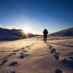Una bella passeggiata con un bel tramonto. Sassotetto. #marche #marcheforyou #igersmarche #sunset #snow #walking #light #sun #me #tramonto #neve