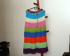 Saia crochetada em linha 100% algodão,com faixas coloridas  epontos variados.Um patchwork de croch~e,seguindo tendências das passarelas da moda.  Pode ser usada sem forro,ou sovbrepostas sobre outras pe...